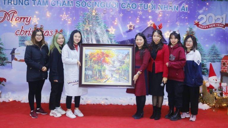 Giáng sinh ấm áp tại Trung tâm Chăm sóc Người cao tuổi Nhân Ái