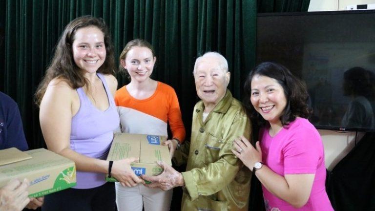 Đoàn học sinh Hoa Kỳ thăm quan và tìm hiểu mô hình tại Nhân Ái