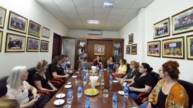 Welcoming the delegation from Australia and Belgium to work at the Center