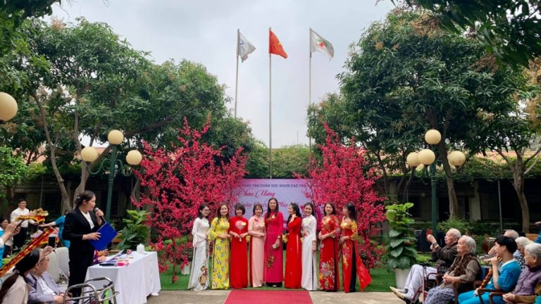 Elderly Care Center Nhan Ai held a ceremony to celebrate International Women's Day on 8/3