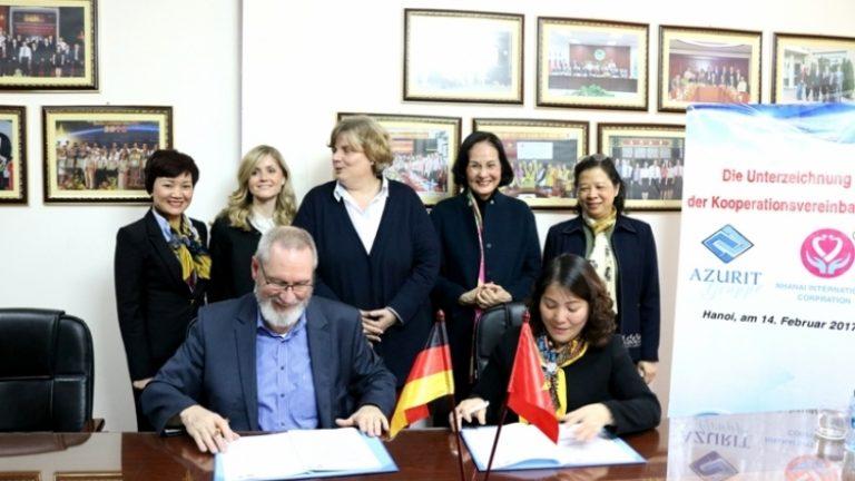 介護職種のドイツ留学に関する仁愛とAZURITグループの協力調印式