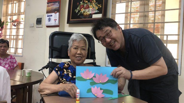 認知症の人の介護方法について、日本の専門家との打ち合わせ